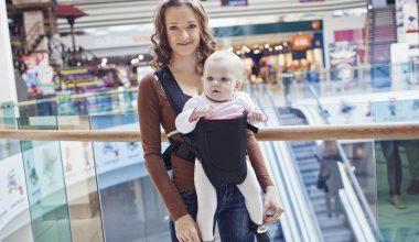 5 tác hại khôn lường khi mẹ cho bé dùng địu sai cách