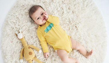 Mẹ cần lưu ý điều gì khi mặc đồ sơ sinh cho bé?